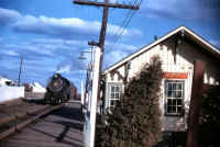 H10s-108-Freight-West-Past-Southold-12-1954.jpg (92919 bytes)