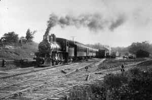 4-4-0 D55a No. 80-Wading  River Train-Leaving Huntington-1904.jpg (86520 bytes)
