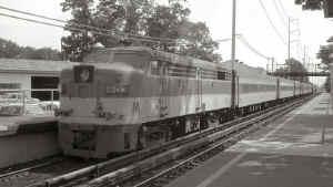 FA2 603-Push-Pull train 604-Pt Jeff-Hunt-Shuttle-E at Huntington - 7-26-72 (C420 227 power end).jpg (82014 bytes)