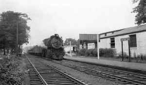 G5s-39-Train-East at Huntington - 1950 (Edwards-Keller).jpg (82071 bytes)