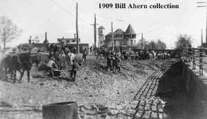 Huntiington-Construction_ 1909-bridge_Bill Ahern.jpg (97848 bytes)