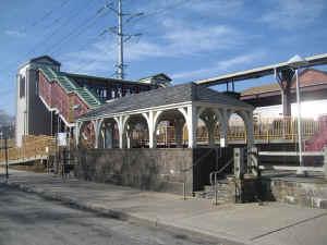 Huntington-Station-Shelter_4-13_viewNW_DaveMorrison.jpg (197725 bytes)