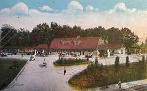 Huntington-Station_colorized_viewS_c.1910.jpg (131175 bytes)