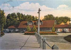 Huntington-Station_colorized_viewS_c.1920.jpg (142599 bytes)