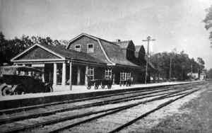 Huntington-Station_viewNE_c.1915-2.jpg (81142 bytes)