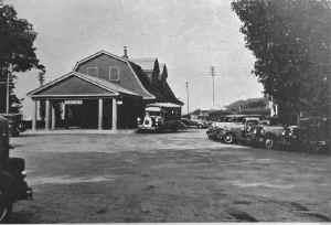 Huntington-Station_viewW_1940.jpg (92073 bytes)