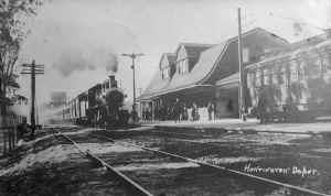 Huntington-Station_viewW_c.1914.jpg (80833 bytes)