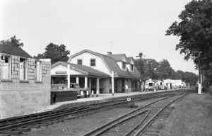 Station-Huntington-UN-Block-Crossover-8-28-51 (Keller).jpg (65246 bytes)
