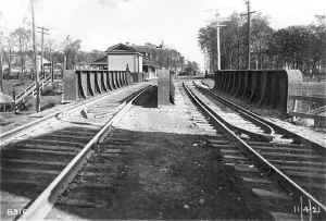 Station-Huntington-View E-11-04-1921 (LIRR-Huneke).jpg (122654 bytes)