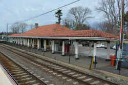 Locust-Valley-Station_viewNW_4-12-17_Morrison.jpg (81348 bytes)
