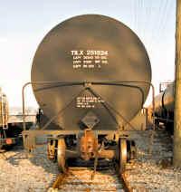 NHP_Oil_Terminal_Tank_Car2.jpg (78695 bytes)