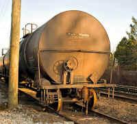 NHP_Oil_Terminal_Tank_Car.jpg (86650 bytes)
