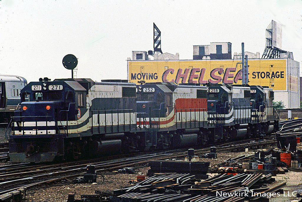Modelscene 5063 Station Electric Trolley Driver /& 2 Trucks /'OO/' Gauge 1st Post