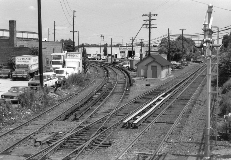 Lirr mineola for Famous house tracks