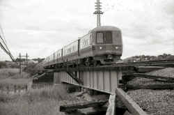 M1 train heading across Alley Creek in Douglaston_10-7-77 (Wm. Madden photo, Dave Keller archive).jpg (123642 bytes)