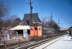 MU Dbl Dk Train WB at Station - Douglaston -  1962 (Keller).jpg (111797 bytes)