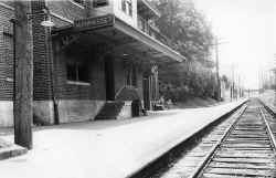 Manhasset-Station_1946_DaveMorrison.jpg (94587 bytes)