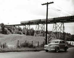 Port-Washington-trestle_6-1-1950_BillSlade-Huneke.jpg (128613 bytes)