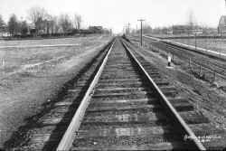ROW-From 18th St. (158th St.) -Murray Hill - View E - 12-29-11 (LIRR Val-Keller).jpg (134290 bytes)