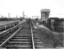 ROW-View E from Utopia Pky Overpass-Elev Station in Distance-Auburndale - 12-12-29 (LIRR Val-Keller).jpg (95670 bytes)