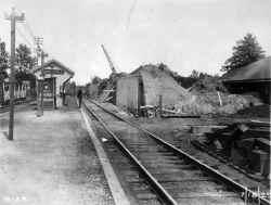Station-Auburndale-Grade Elim-Temp Tracks-View E - 07-15-29 (LIRR Val-Keller).jpg (102265 bytes)