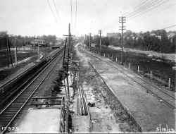 Station-Auburndale-Grade Elim-Temp Tracks-View W - 05-18-29 (LIRR Val-Keller).jpg (129029 bytes)