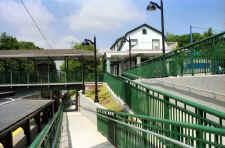 Station-Bayside-West-7-5-01.jpg (113598 bytes)