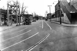 Station-Elmhurst-View E on Whitney Ave from B'way-1929 (Keller).jpg (94002 bytes)