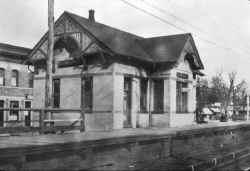 Station-Elmhurst - 03-1923 (Osborne-Keller).jpg (74370 bytes)