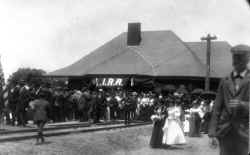 Station-Port Washington-View NE-Opening Day - 06-23-1898 (Fullerton-Keller).jpg (61770 bytes)