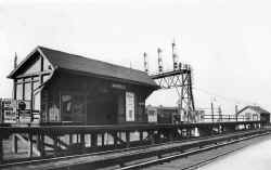 winfield-station_c.Jan-1925_viewSW _davemorrison.jpg (65170 bytes)