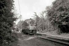FA1-616-Push-Pull_train-655-PtJeff-Hunt-Shuttle-W_Stony-Brook_6-5-78_GP38-2_260-power-end_Keller.jpg (93884 bytes)