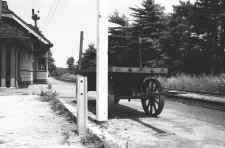Station-Stony  Brook-Semaphore Signals-Baggage Wagon-c. 1950 (Keller).jpg (71642 bytes)
