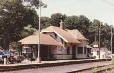 Stony-Brook-station_viewNE_7-1986_JohnFusto.jpg (73544 bytes)